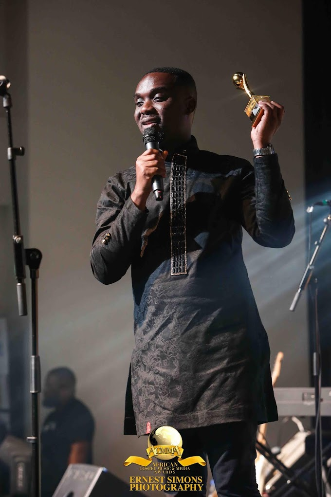 Joe Mettle wins 2018 best Male Artiste of Excellence at the 2018 African Gospel Music and Media Awards