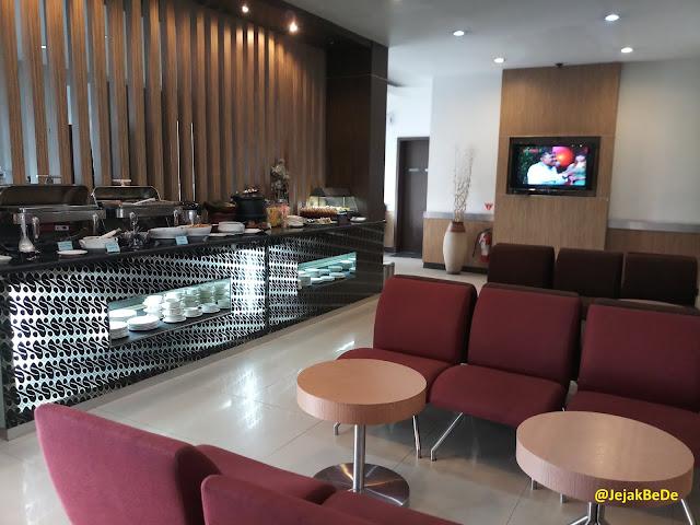 Bagian tengah Garuda Executive Lounge Bandara Adi Sutjipto
