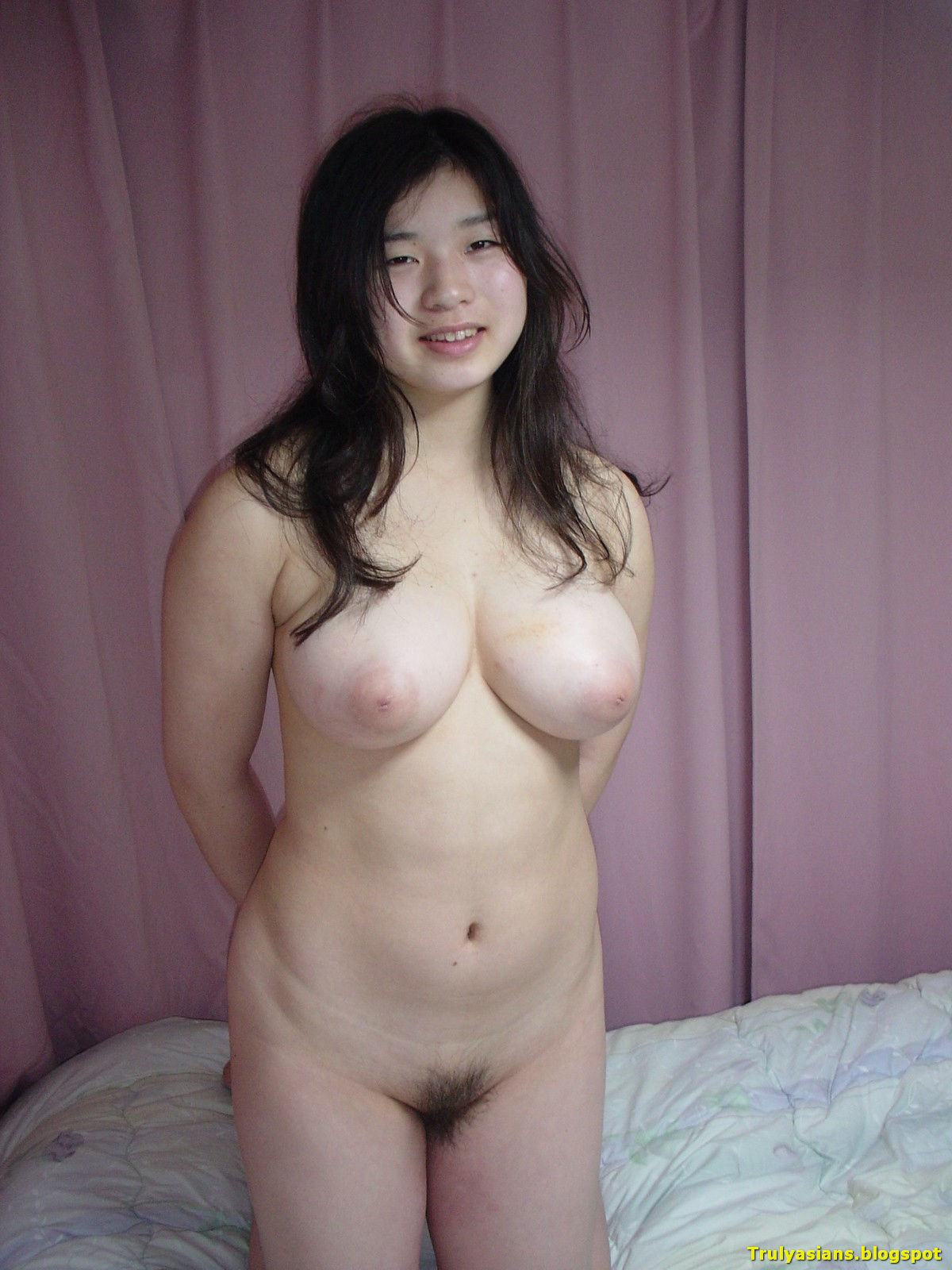 trulyasians.blogspot+-+Busty+Amateur+Girlfriend+Giving+Blowjob+001.jpg