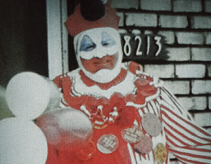 Photo de John Wayne Gacy dans son costume de Pogo le Clown