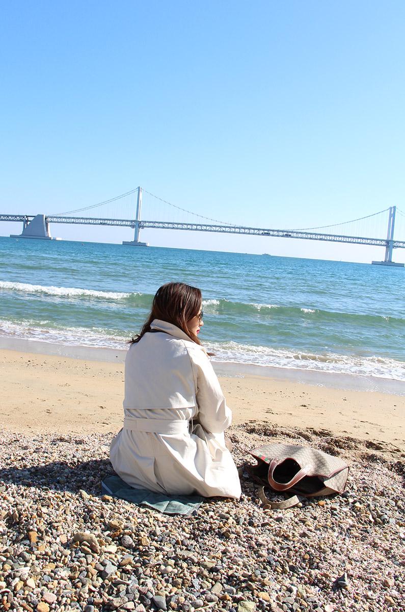 тренчкот, пусан, бусан, корея, сеул, блоггер в сеуле, ktx, трафик, гваннали, гваннаддеге, гваннан мост, туризм, отдых, море, смена обстановки, очки, леггинсы, солнце, волны, отличная погода, заряд энергии
