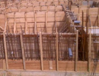 Raft foundation with stiffening T beam to form a cellular foundation