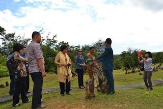 Prof. Dr Meutia Hatta di Makam Mahligai