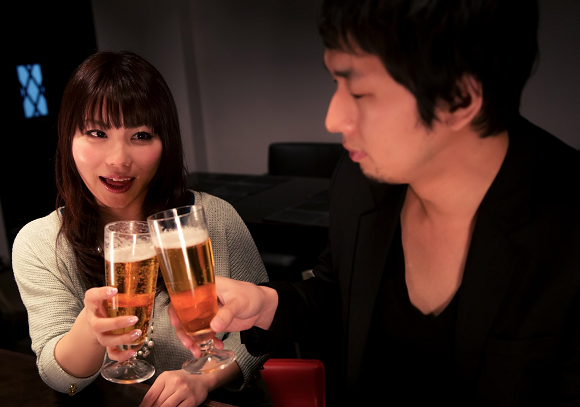 História de Japonês e uma mulher num bar termina de forma surpreendente