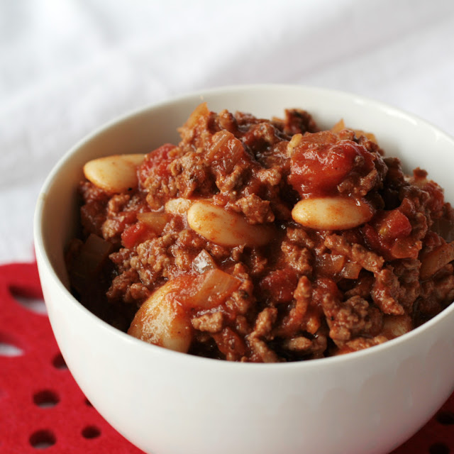 Classic Chilli con Carne - a simple recipe for this Mexican style dish which is perfect comfort food and great for freezing and eating as leftovers!