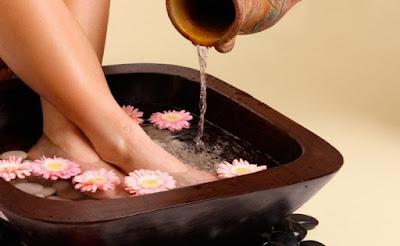 Garm paani mein Pair dubone  ke fayde. Benefits of Hot water for foot in Hindi/Urdu.