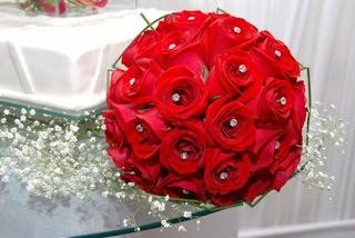 buque de rosas vermelhas em eva