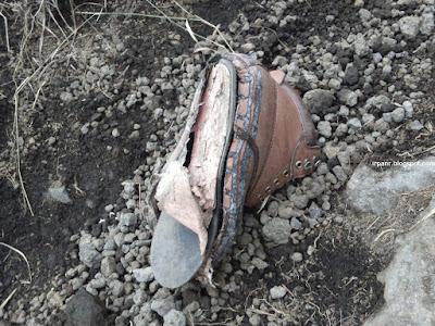 sepatu jebol di Tanjakan pasir puncak Guntur