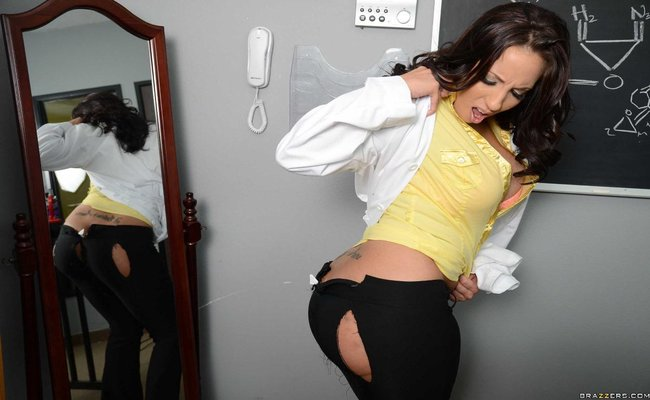 Kelly Divine - The Bumtastic Bumblebee Girl