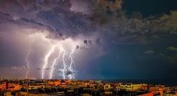 Αντιμέτωπες με νέο κύμα κακοκαιρίας θα βρεθούν σήμερα πολλές περιοχές της χώρας, οι οποίες θα πληγούν από βροχές και καταιγίδες. Σε ισχύ παρ...