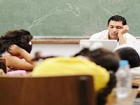Tidur Pun Boleh Saat Guru Aktif 8 Jam Mengajar yang Penting Hadir