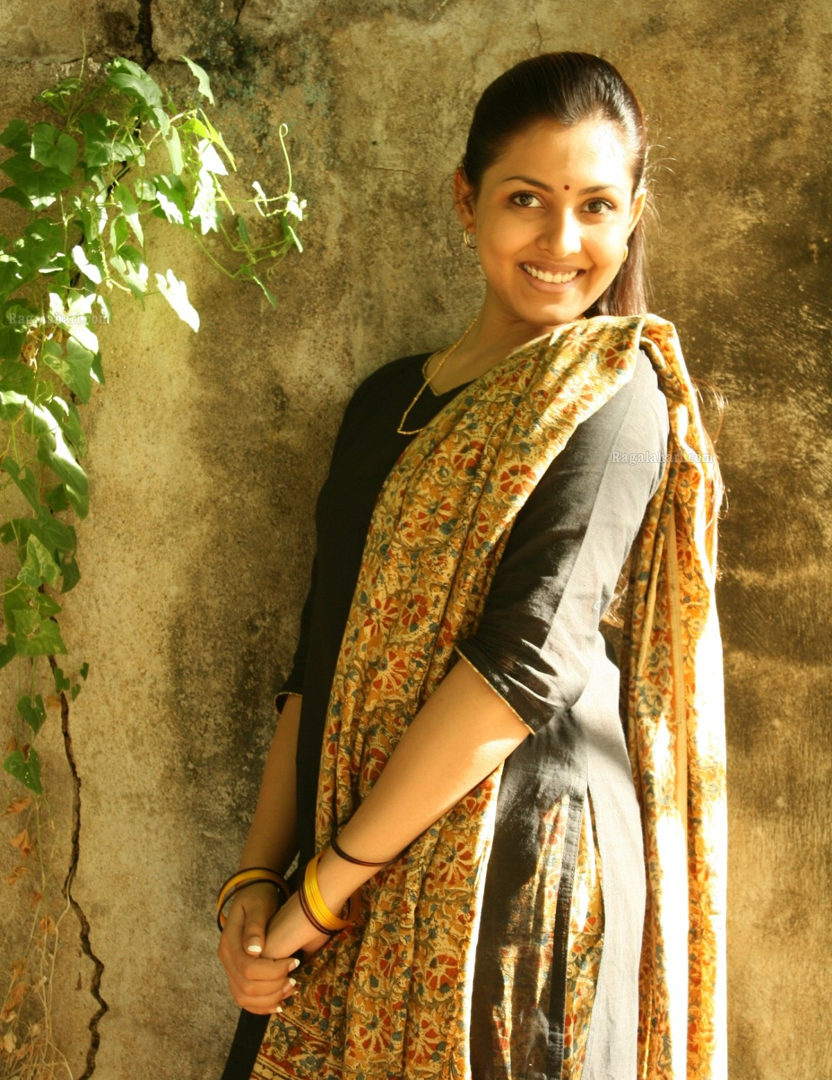 Actress Madhu Shalini in new look