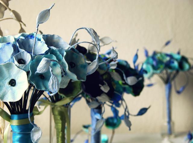 Matrimonio ecosostenibile: bouquet di fiori di carta blu, verde acquamarina, azzurro