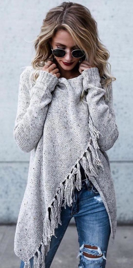awesome outfit idea / knit sweater + ripped jeans
