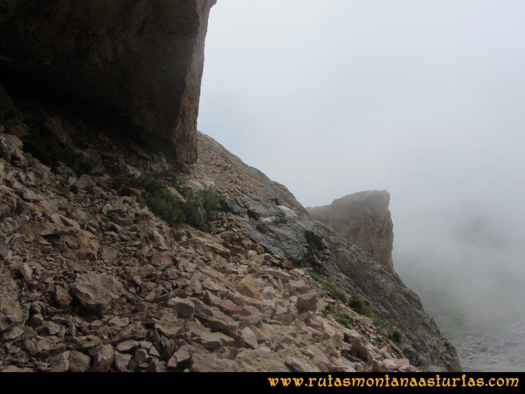 Ruta Vegas del Toro, Canal del Vidrio, Peña Vieja, Urriellu: Tramo de salida en la canal del vidrio, zona de la mina