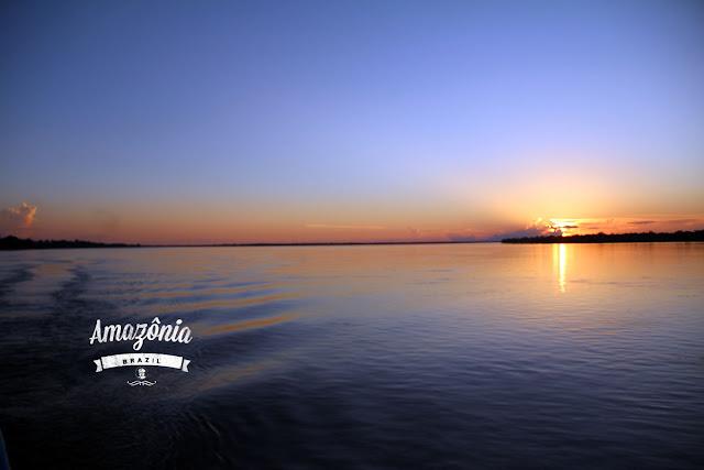 漂流期間最期待的是每日不一樣的日落景色。