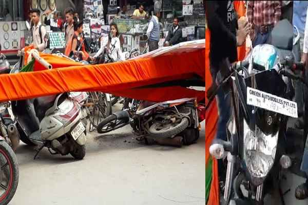 ballabhgarh-cm-road-show-gate-fallen-many-bike-broken-women-injured