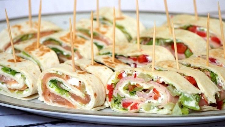 Mini tortille z łososiem i szynką - idealne na imprezę