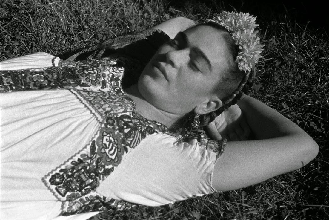 40 Fascinating Black And White Portraits Of Frida Kahlo