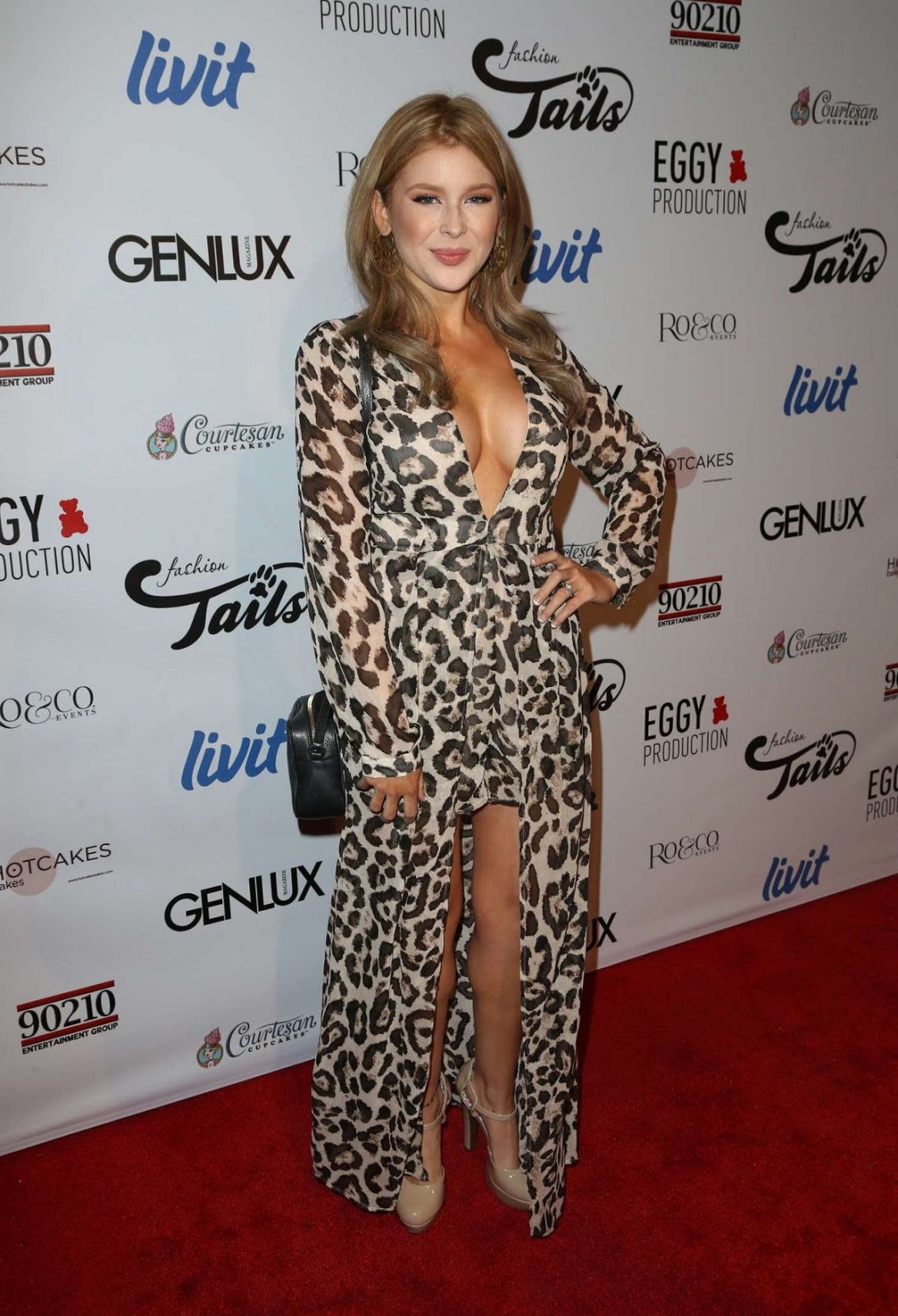 Renee Olstead at Fashion Tails Adopt
