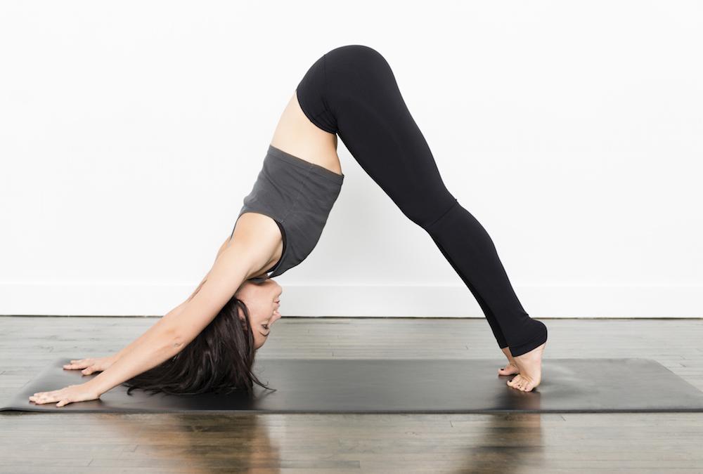 Yoga by Jimena  Cuatro posturas de Yoga para aliviar el frío 31f009e92ce3