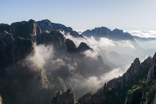 Panorama à proximité du pavillon du Nuage Dispersé (Huangshan)