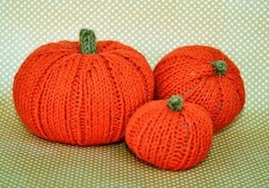 SRM Stickers Blog - Itty Bitty Pumpkins by Ann - #twine #halloween #fall #knitting #orange #green #thanksgiving #home decor