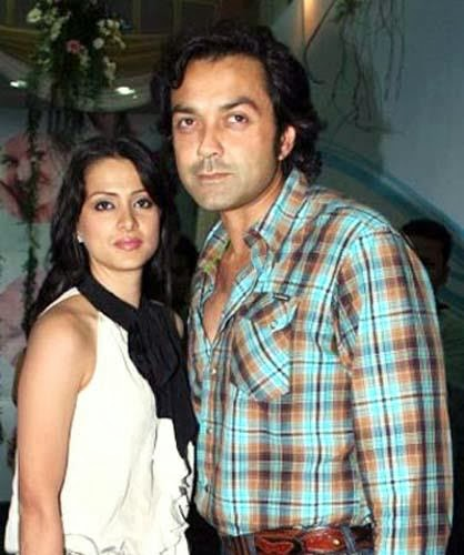 Aamir khan and karishma kapoor hot smooch - 3 4