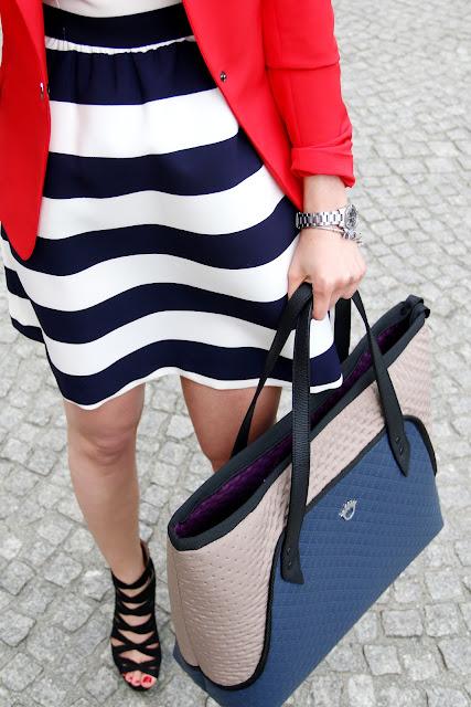 marynarka, jak nosic, w jej stylu, sukienka wakacyjna, sukienka w paski, torebki goshico, torebka, business code, do pracy, kobiety, girlboss
