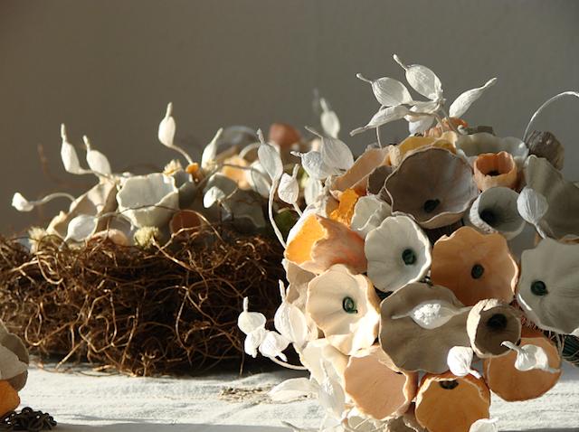 centritavola e bouquet con fiori di carta per un matrimonio Green