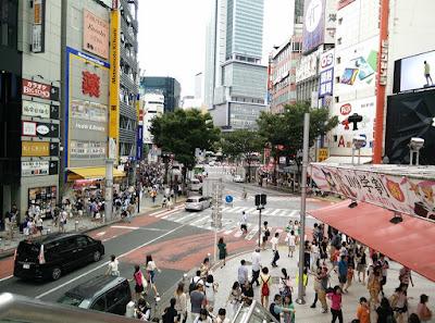el cruce de shibuya desde un edificio