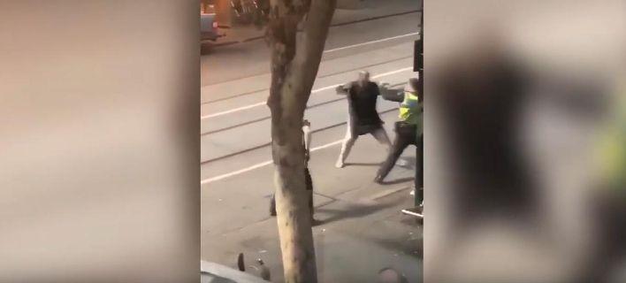 Βίντεο-σοκ από Μελβούρνη: Η στιγμή που ο δράστης μαχαίρωνε περαστικούς -Φώναζε Αλαχού Ακμπάρ