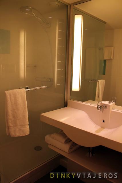 Hotel Novotel Brussels Airport. Baño