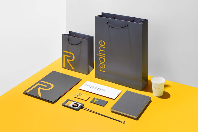 Realme Releasing brand-new peripheral products including sweaters, T-shirts, and office supplies