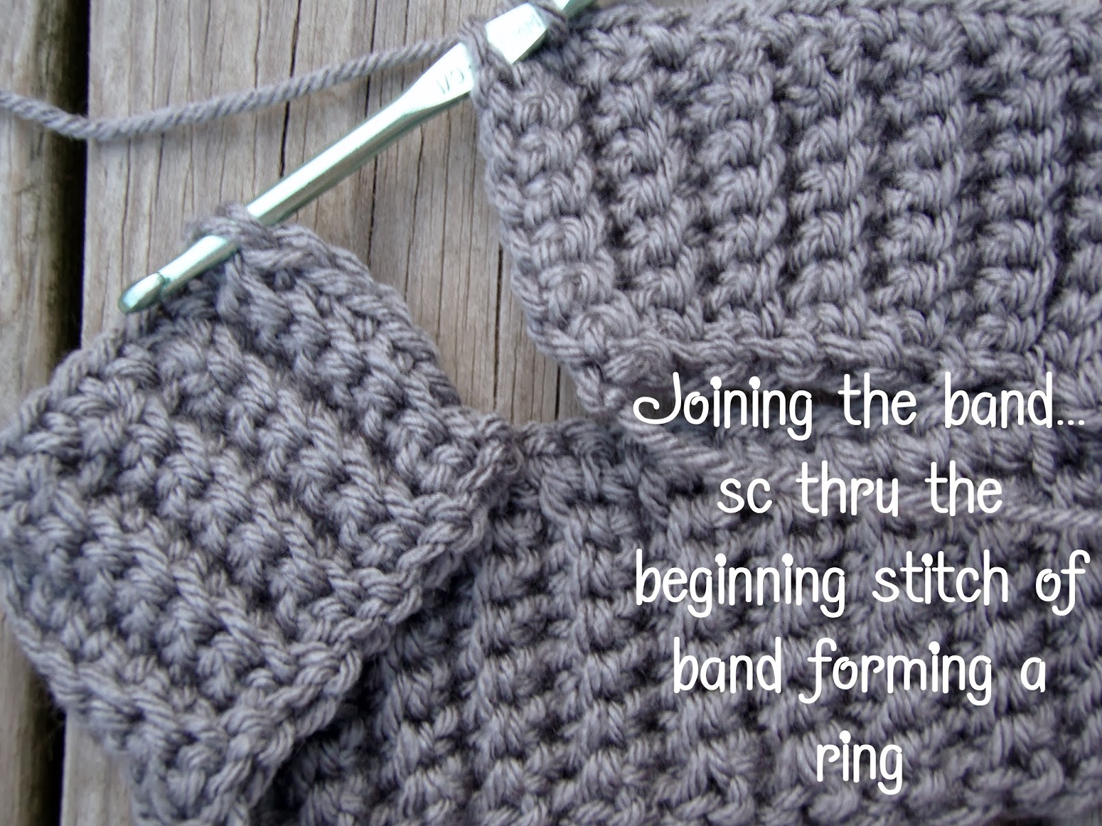 5a320aa2454 Chain 1 and turn on side single chain in each stitch across the LENGTH of  the band until you reach the final stitch.