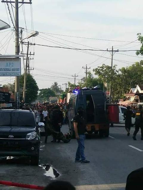 Suasana penangkapan anggota teroris di Tanjungbalai oleh tim densus 88.