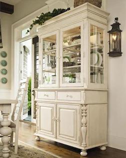 desain lemari hias mewah dari kayu