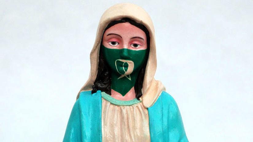 Uma virgem com o lenço pro aborto gera polêmica na Argentina