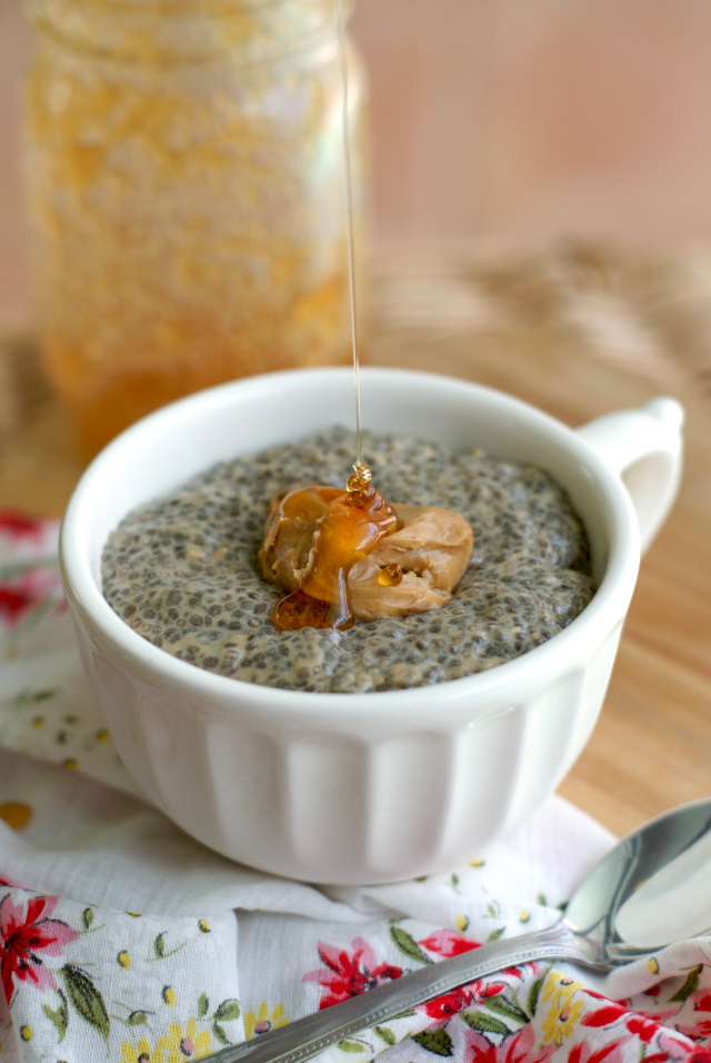 Peanut Butter and Honey Chia Seed Pudding | thetwobiteclub.com