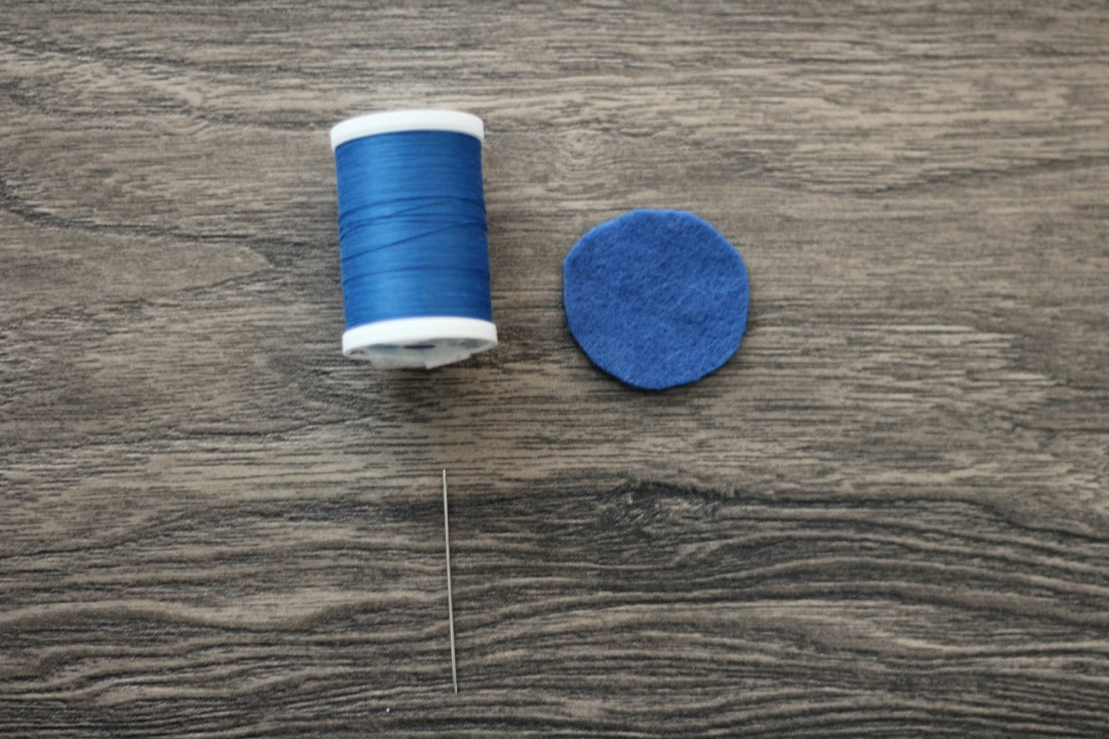diy felt blueberry