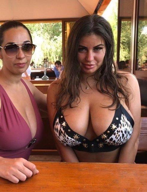 Mamas tão grandes que não cabem no bikini (parte 2)