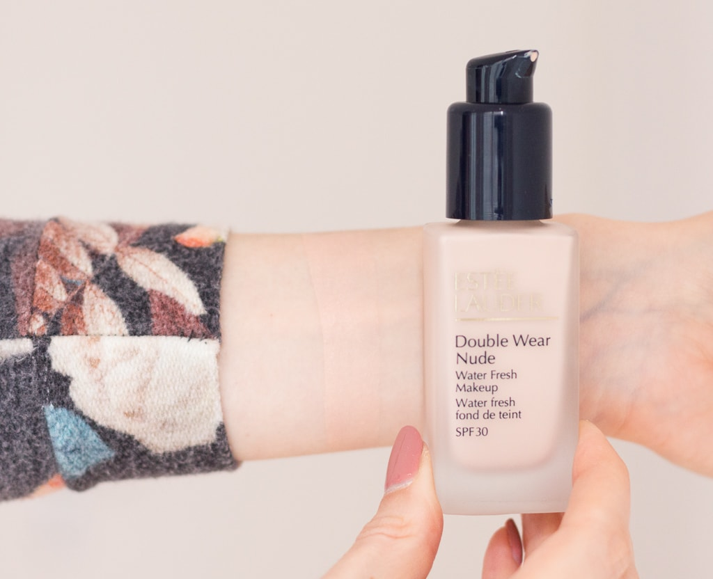 Estée Lauder Double Wear Nude Water Fresh Foundation in 1N0 Porcelain Swatch auf dem Arm