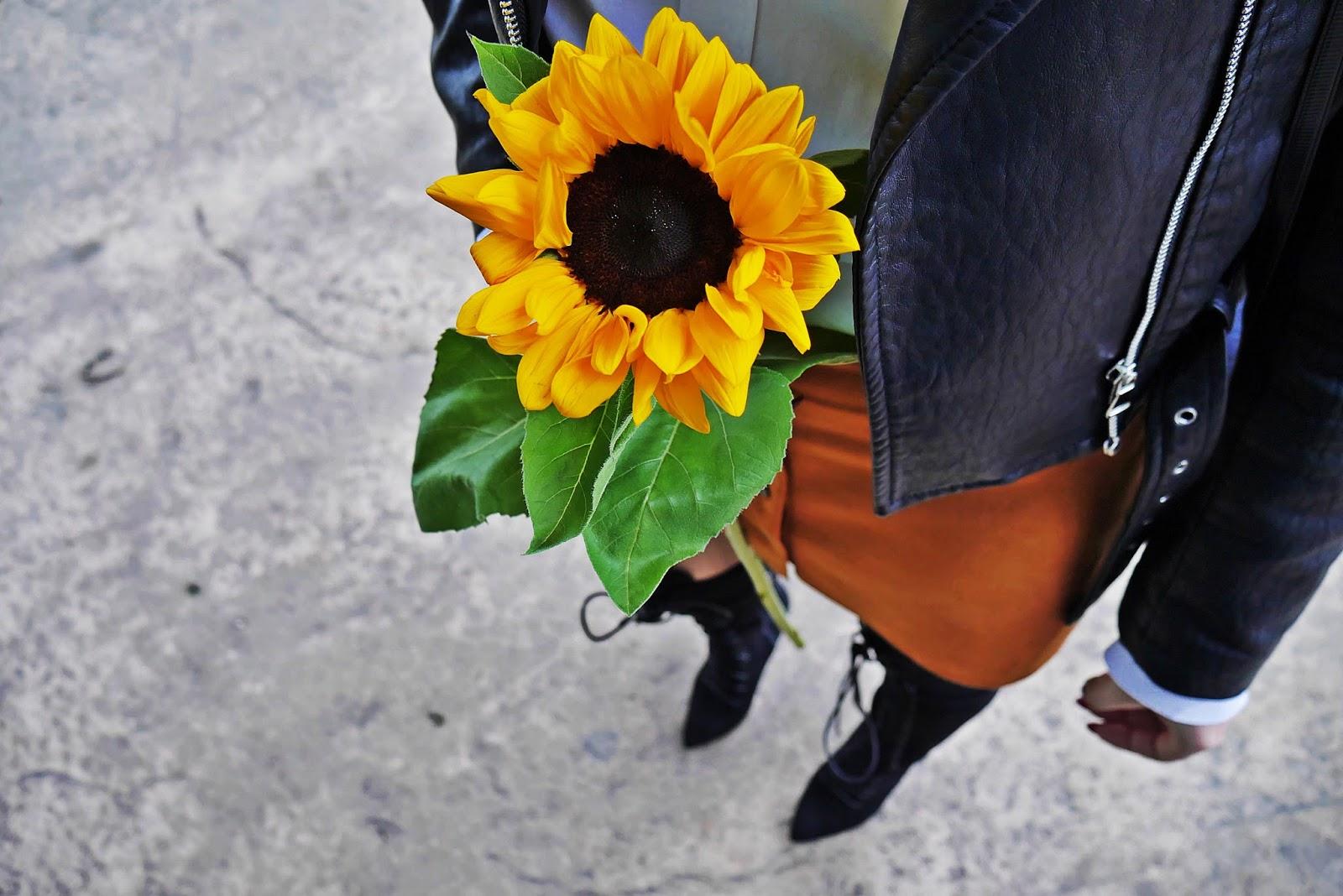 9_sunflower_ruda_spodnica_guziki_czarna_kurtka_ramoneska_biala_koszula_karyn_blog_modowy_260917