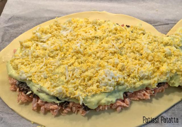 recette de koulibiac au saumon, koulibiac de saumon, saumon, repas de fêtes, duxelles de champignons, béchamel au beurre citron et poivre vert, saumon en feuilleté, feuilleté de saumon, plat russe, cuisine russe,