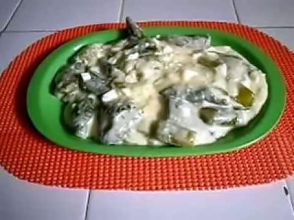 Pepinos En Salsa De Huevo