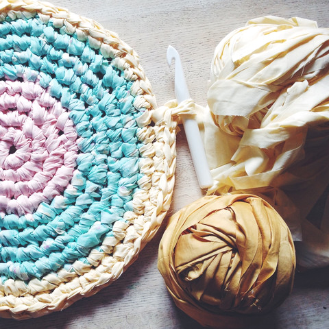 How To Crochet A Giant Rug 4 No Sew Diy Projects Handy Homemade