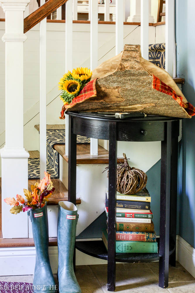 Split log basket with sunflowers as fall decor - www.goldenboysandme.com