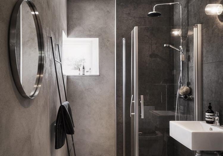 baño-escalera-decorativa-ducha-plato-espejo-redondo-baño-negro-oscuro-nordico-estilo-decoracion-nordica-alquimia-deco