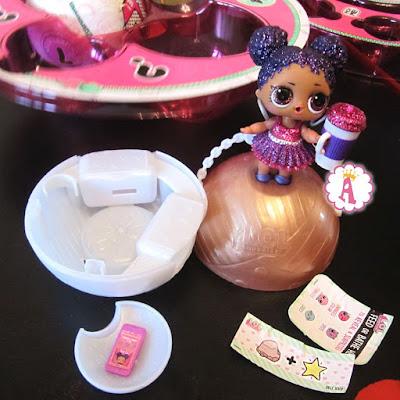 Эксклюзивная куколка LOL Surprise сиреневая королева с бутылочкой, мобильным и подсказкой