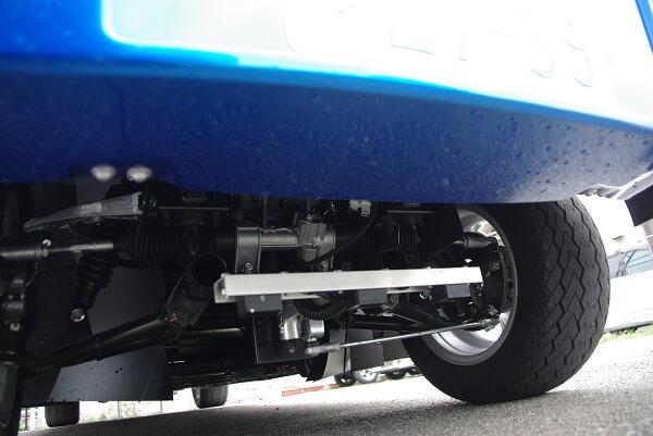 自動運転車の、フロント底部のセンサー写真です